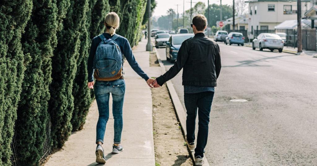 Dobry pomysł na randkę to spacer